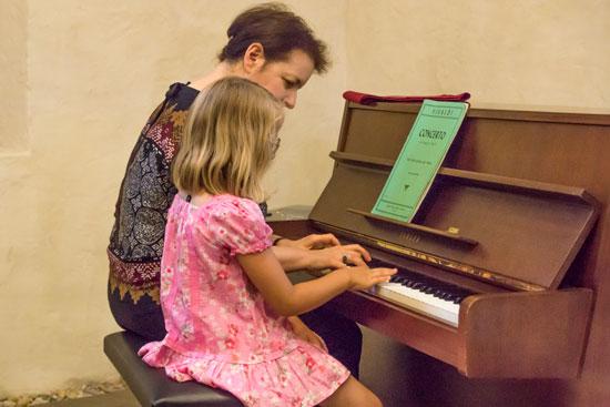 Paloma Burtschell, Klavier